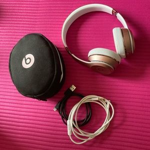 Beat's headphone Solo 3 in Rose gold